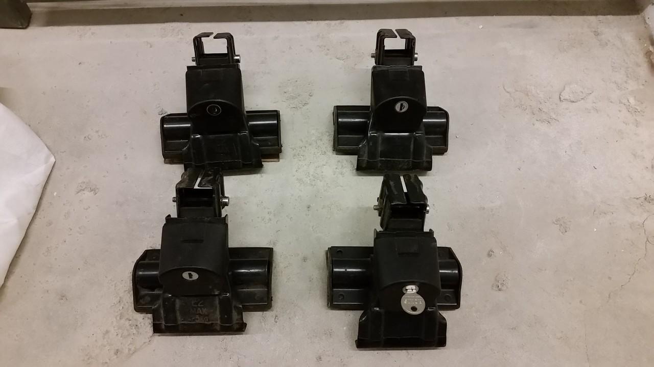 SportRack Frontier roof rack clamps, locks 1