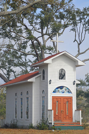 The sweetest little Chapel.  I had to trespass on private property to get the picture.  Do you think the Lord's Prayer is talking to me?  Forgive us our trespasses as we forgive those who trespass against us.