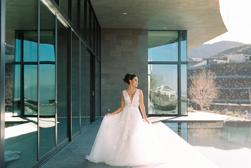 modern architecture editorial bridal shoot / Kristen Kay Photography
