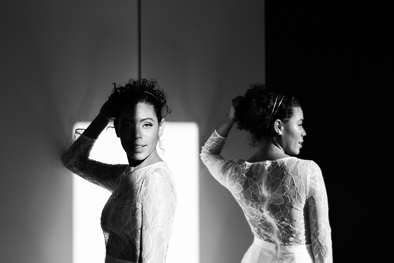 sexy long sleeve lace gown / editorial modern bridal shoot / Kristen Kay Photography
