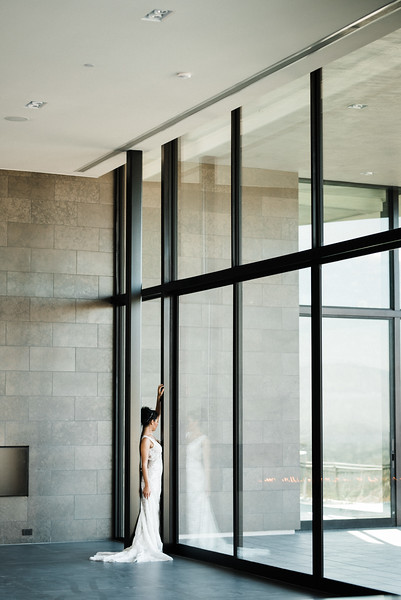 modern architecture / editorial bridal gowns / Kristen Kay Photography