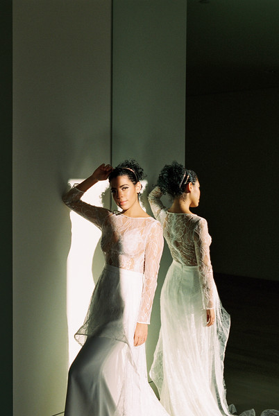 editorial bridal inspiration for the modern bride \ Kristen Kay Photography | long sleeve lace bodice