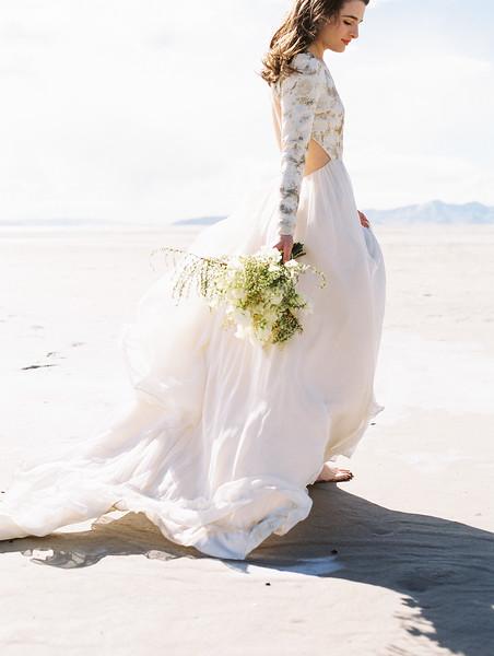Utah Salt Flats Elopement | Florals by Sarah Winward | Kristen Kay Photography-25