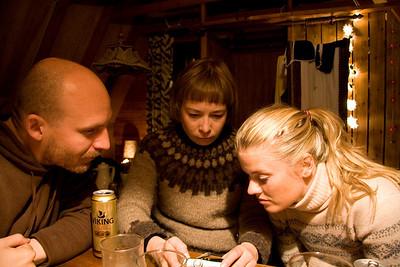 Helga drátthög að vanda, Stína og Óliver fylgjast spennt með.