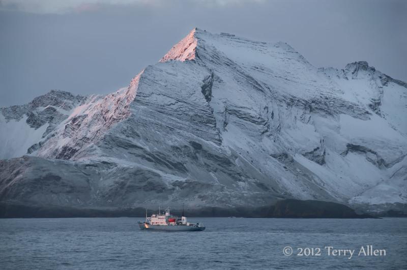 Sunrise-&-Russian-research-ship-2,-Scotia-Sea