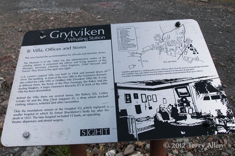 Villa,-offices-&-stores-plaque,-Grytviken,-South-Georgia-Island