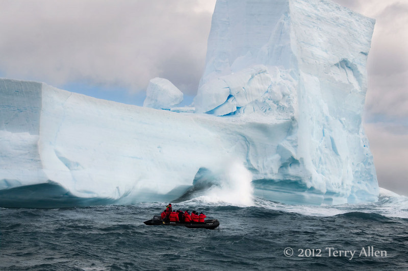 Iceberg-&-zodiac-2,-Elephant-Island,-South-Shetland-Islands
