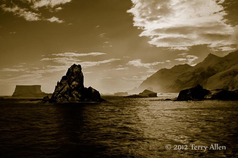 Icebergs-&-mountains-duotone,-Elephant-Island,-South-Shetland-Islands