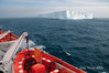 Tabular-iceberg-&-lifeboat,-Elephant-Island,-South-Shetland-Islands