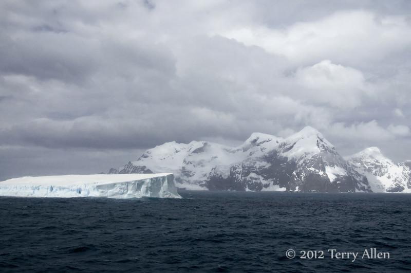 Mountains-and-iceberg-1,-Elephant-Island,-South-Shetland-Islands