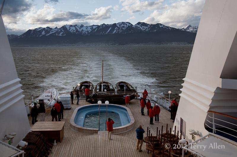 Le-Diamant-leaving-Ushuaia