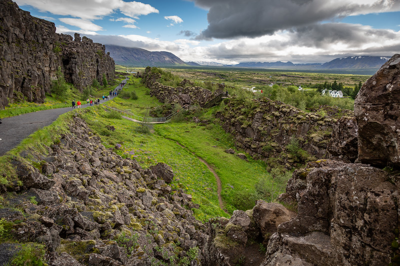 North Atlantic Ridge emerges on dry land in Iceland