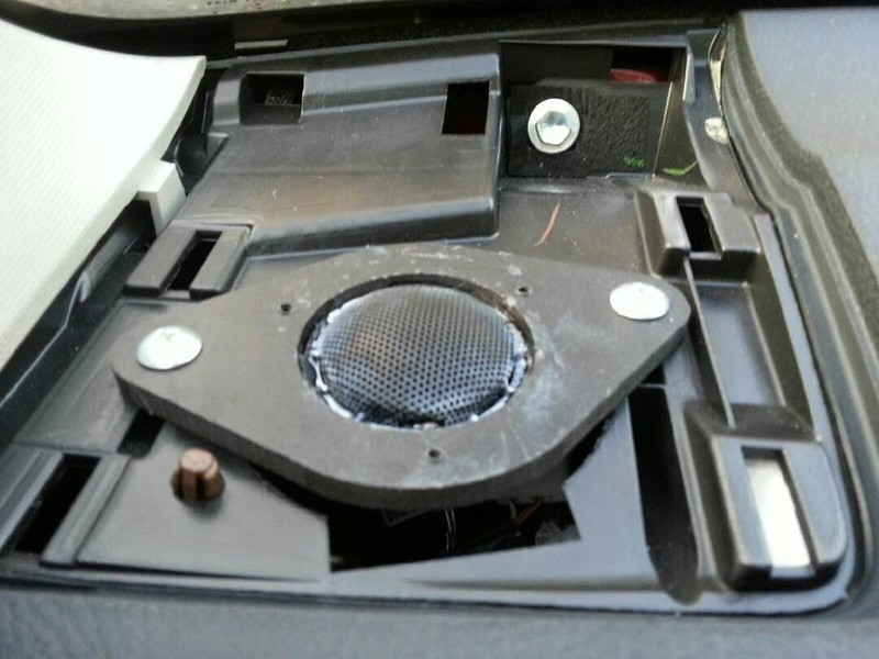 "Aftermarket tweeter and tweeter adapter bracket  from  <a href=""http://www.car-speaker-adapters.com/items.php?id=SAK009""> Car-Speaker-Adapters.com</a>   installed in dash"