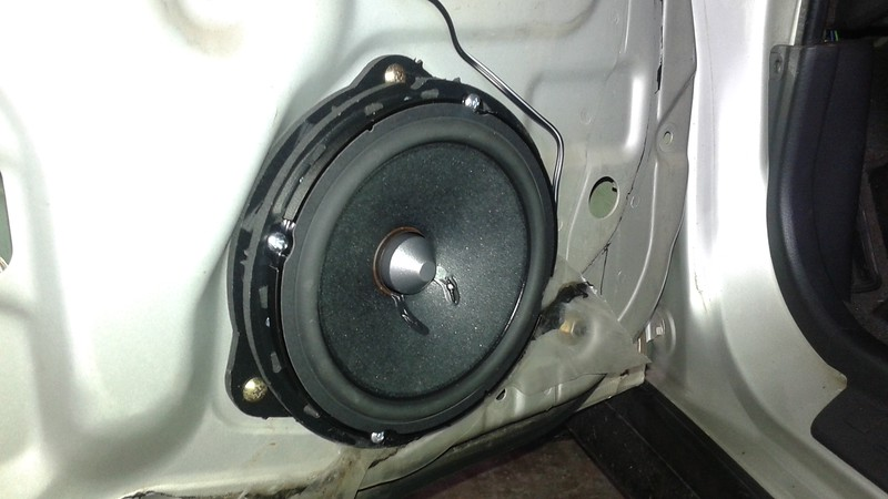 "Aftermarket speaker and speaker adapter from <a href=""http://car-speaker-adapters.com/items.php?id=SAK026""> Car-Speaker-Adapters.com</a>   installed on door"