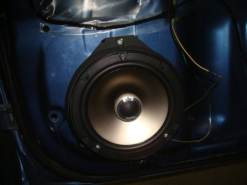 "Aftermarket speaker and speaker adapter from  <a href=""http://www.car-speaker-adapters.com/items.php?id=SAK065""> Car-Speaker-Adapters.com</a>  installed"