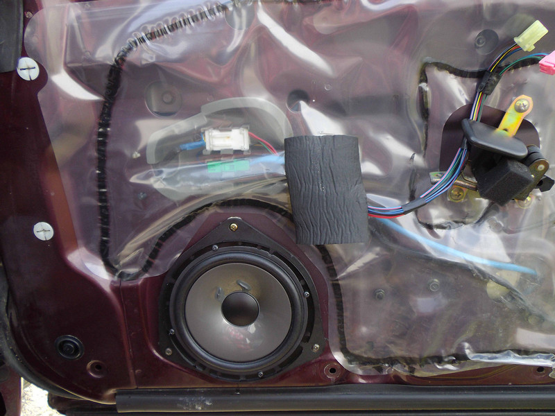 "Aftermarket speaker and speaker adapter ring  from  <a href=""http://www.car-speaker-adapters.com/items.php?id=SAK022""> Car-Speaker-Adapters.com</a>    Installed on door"