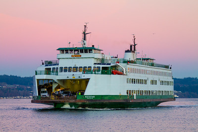The M/V Kittitas steams into port at Mukilteo Washington before dawn