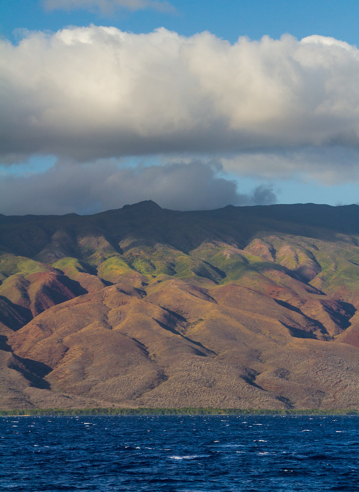 View of sea with mountains - USA - Hawaii
