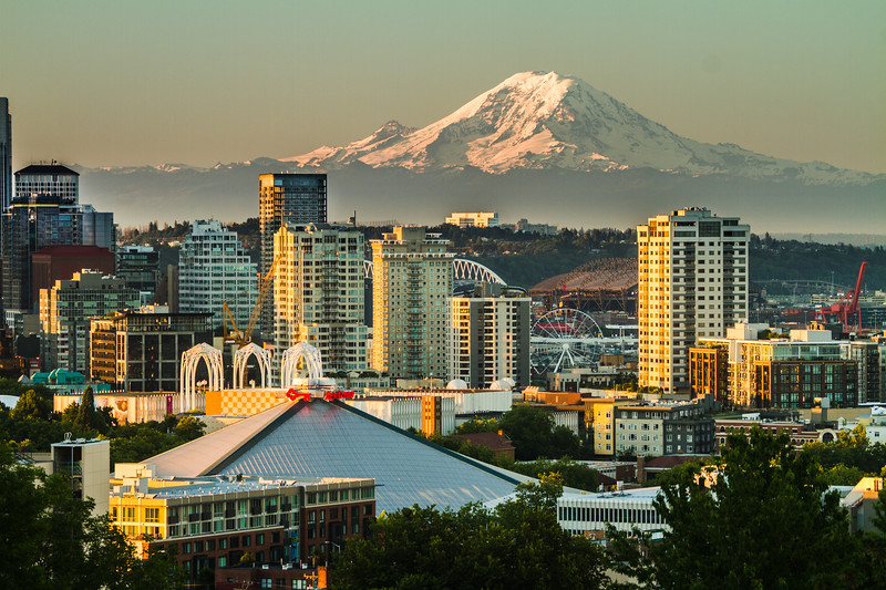 View of Key Arena - The Pacific Science Center - Great Seattle Wheel and Mount Rainier - Seattle - Washington - USA
