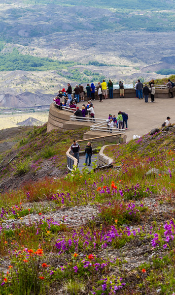Viewing area and tourists at Mount St. Helens from Johnston Ridge Observatory - USA - Washington