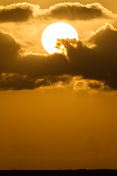 Sun with clouds during sunset - USA - Hawaii