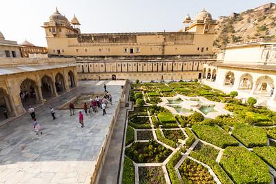 Tourist visits Amer Fort - Asia - India - Rajasthan - Jaipur