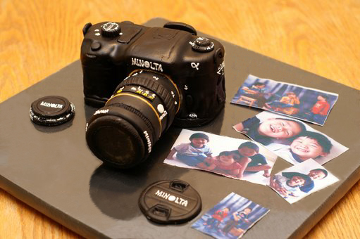 No kidding!  This is a cake, not a real camera... even the pictures were printed with edible ink, on edible paper.