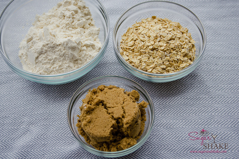 A simple crust mix with flour, oatmeal and brown sugar. © 2014 Sugar + Shake