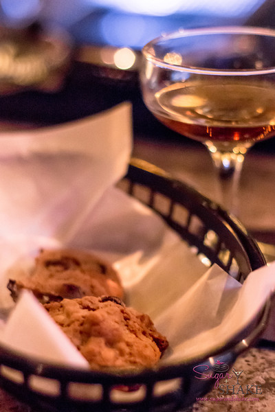 The Manifest serves bar food now. They also serve cookies! Cookies are yummy with gin. © 2013 Sugar + Shake