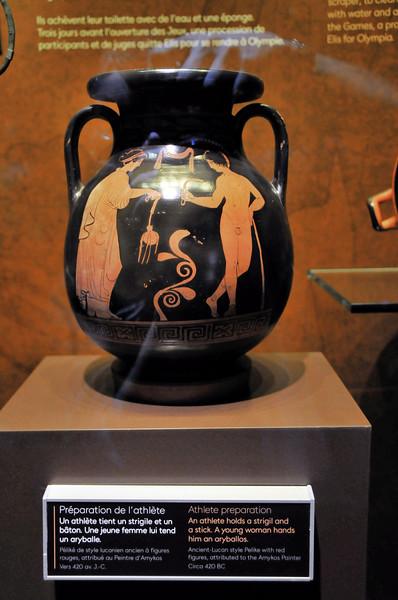 Ouchy - Musée Olympique - Vase antique représentant un athlète et une jeune femme