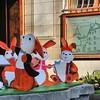 Nyon - Place Saint-Martin - Décoration de fontaine pour Pâques