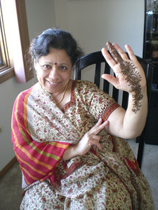Meena aunti and her mehndi (Thursday)