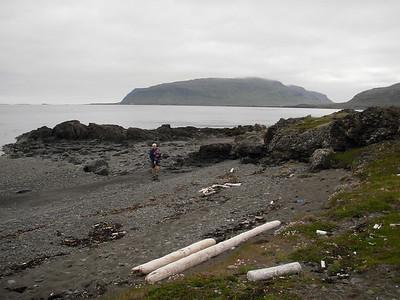 Þarna er Maggi á gönguferð með Lindu Mjöll, trúlega búinn að sýna henni brabra.