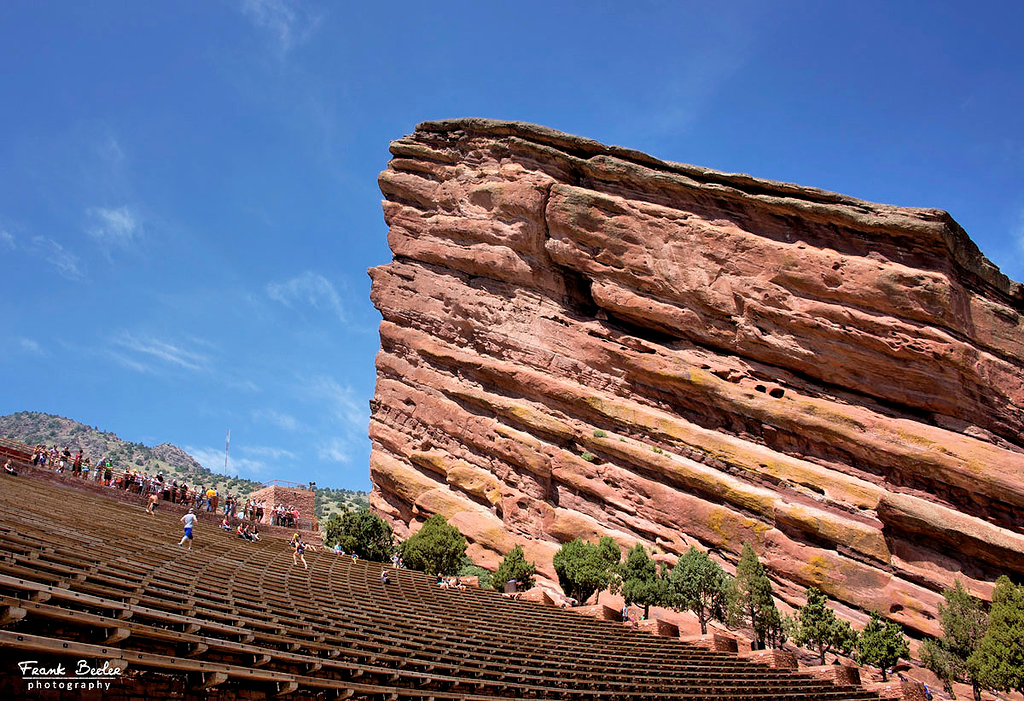 The Amphitheatre has 9,000 seats