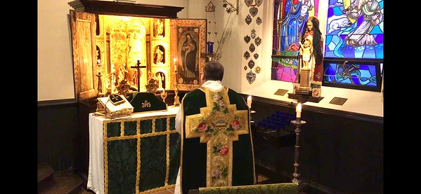 LOW MASS AT THE 18th  CENTURY ALL SAINTS ALTAR
