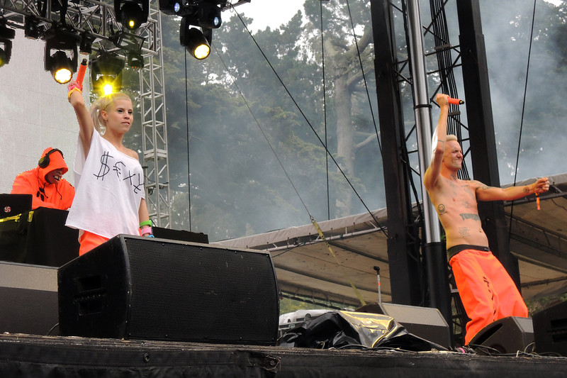 SAN FRANCISCO, CA, AUGUST 10: Die Antwoord perfoms at the Outside Lands Festival at Golden Gate Park in San Francisco, CA on August 10, 2012. (L-R): DJ Vuilgeboost, Yo-Landi Vi$$er, Ninja. (Photo by Clayton Call/Redferns)