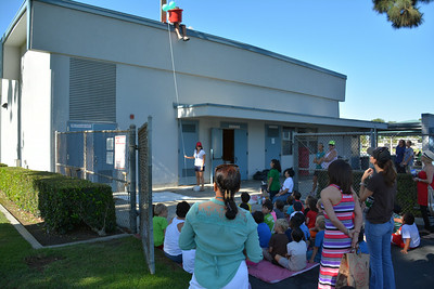 Students Watch the Egg Drop - 2014 Summer Engineering Academy