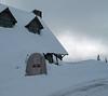 One more shot of the Paradise Inn. The weather on Wednesday was pretty bad (snow, clouds and strong wind).<br /> <br /> Jeszcze jedno ujecie Paradise inn. Pogoda w srode byla kiepska (snieg, chmury i silny wiatr).