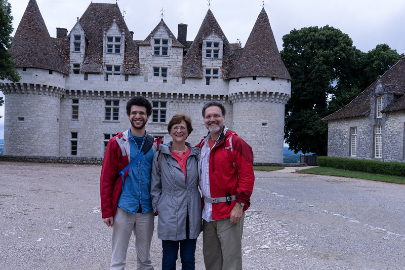 """Well, this is a 16th century """"fake"""" castle. It's structure never served as a fortification, even though from the distance it is made to look that way. Still, it was interesting to see how """"the rich"""" lived in this vine-rich region."""