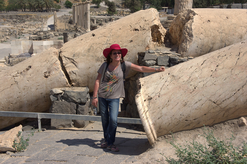 Evidence of the fallen pillars as a result of the 738 earthquake.