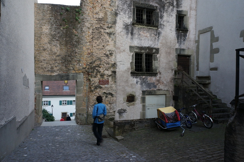 The placard indicates that the tower foundations are from the 13th century, with the top now from the 15th century. The house next door, from the 15th is occupied, as the collection of bicycles makes clear.