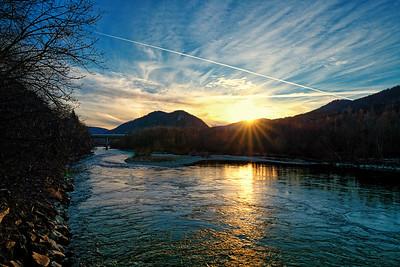 Sonnenuntergang beim Kraftwerk Friesach