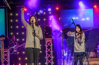Saddleback Irvine South Sunday Worship - photo by Allen Siu 2015-04-12