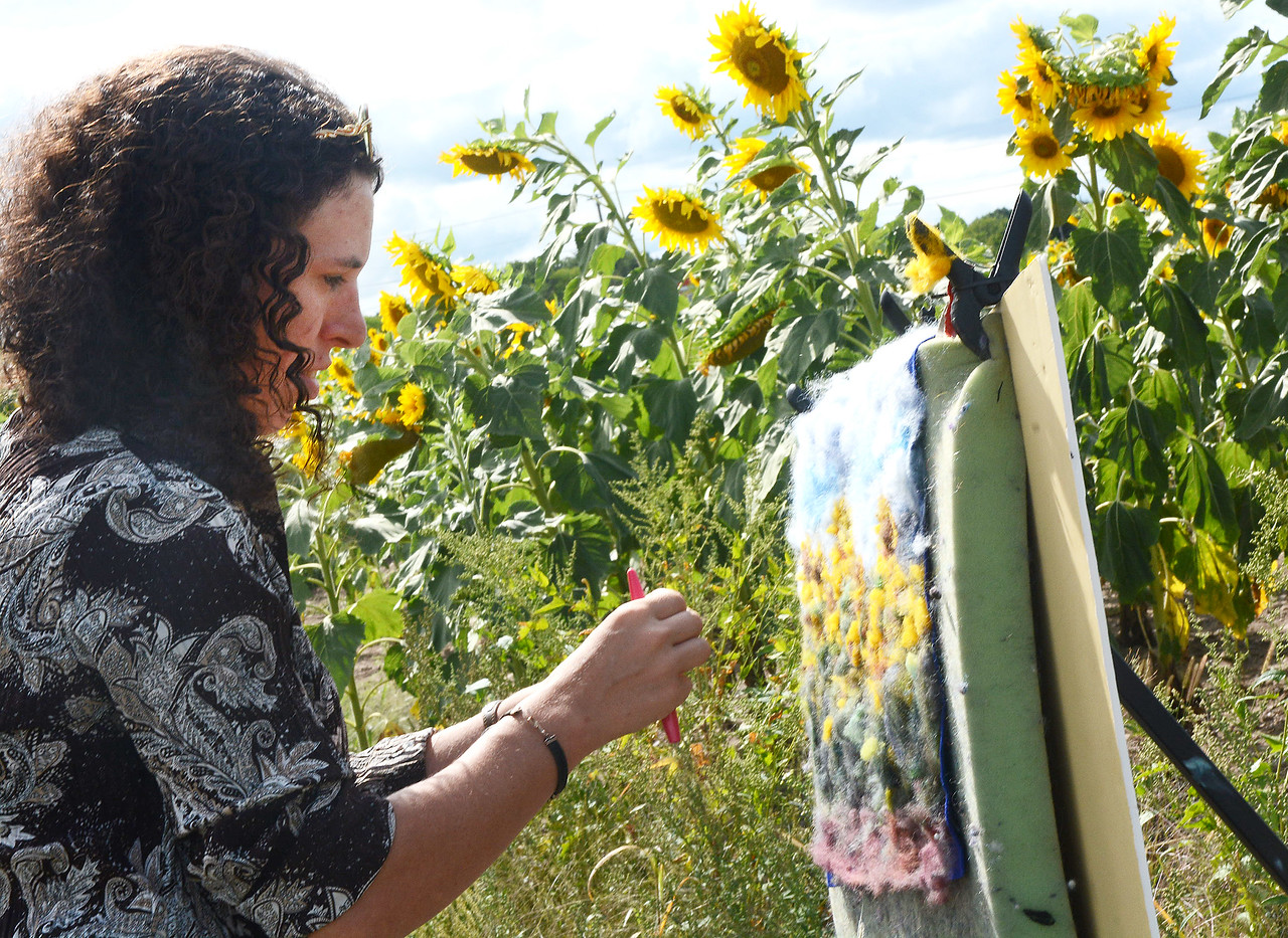 Jack Haley/Messenger Post Media<br /> Victoria Connors of Canandaigua works on a needle fiber art piece at the Farmington sunflower field.