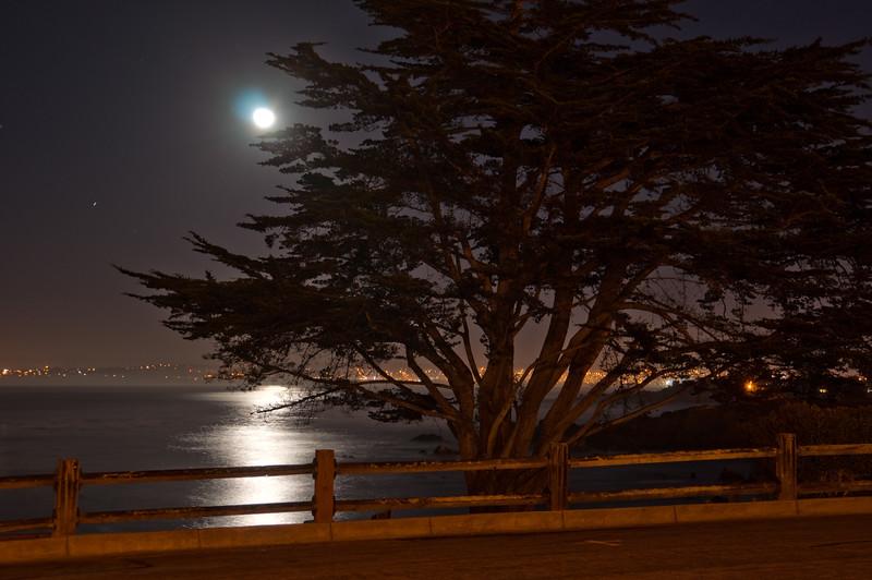 122113 Moon on Monterey Bay - Near Lover's Pt 007