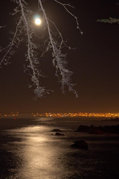122113 Moon on Monterey Bay - Near Lover's Pt 011