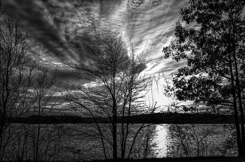 Setting sun at Spot Pond I, mono