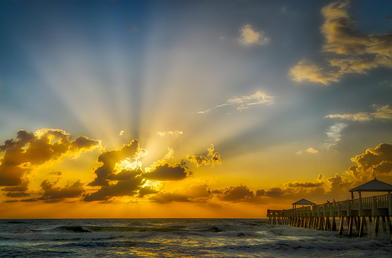 Juno Beach Pier Sunrays