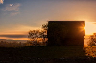 Sunnyside WA Barn Sunrise 3-29-15