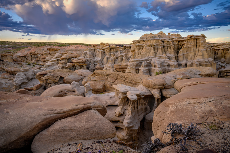 Sunset behind the hoodoos at Ah-Shi-Sle-Pah Wilderness, New Mexico